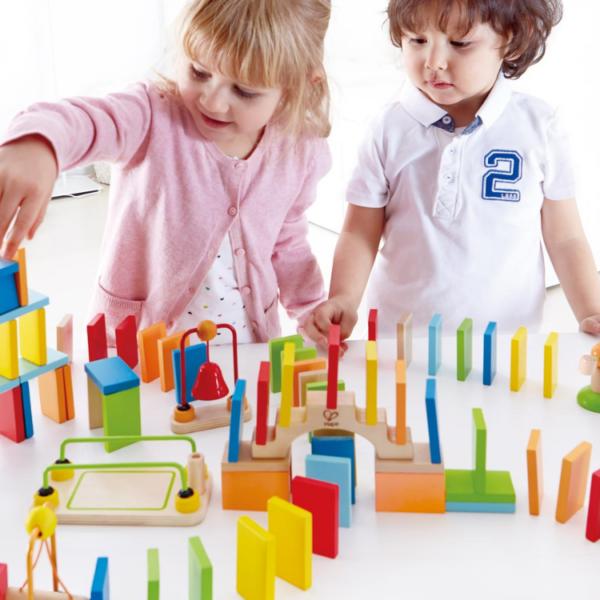 משחק לילדים - דומינו עץ דינמי מבית HAPE