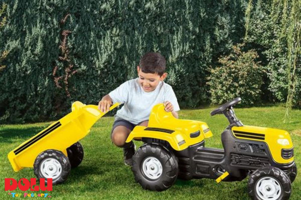 טרקטור פדלים צהוב עם עגלה נגררת Dolu Toys